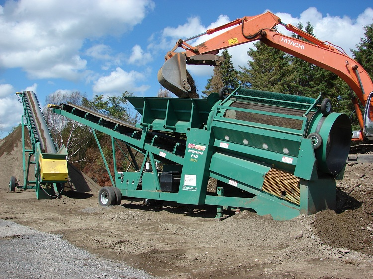 Roto-Screen R450 plant and C65 radial stacker combination near Ottawa, ON